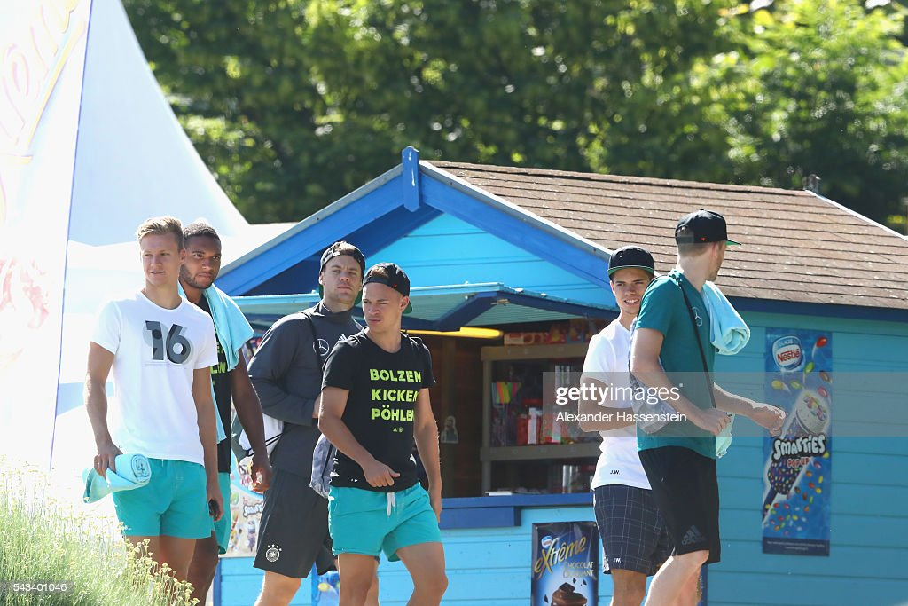 <a gi-track='captionPersonalityLinkClicked' href=/galleries/search?phrase=Marc-Andre+ter+Stegen&family=editorial&specificpeople=5528638 ng-click='$event.stopPropagation()'>Marc-Andre ter Stegen</a>, <a gi-track='captionPersonalityLinkClicked' href=/galleries/search?phrase=Jonathan+Tah&family=editorial&specificpeople=7917859 ng-click='$event.stopPropagation()'>Jonathan Tah</a>, <a gi-track='captionPersonalityLinkClicked' href=/galleries/search?phrase=Manuel+Neuer&family=editorial&specificpeople=764621 ng-click='$event.stopPropagation()'>Manuel Neuer</a>, <a gi-track='captionPersonalityLinkClicked' href=/galleries/search?phrase=Joshua+Kimmich&family=editorial&specificpeople=9479434 ng-click='$event.stopPropagation()'>Joshua Kimmich</a>, <a gi-track='captionPersonalityLinkClicked' href=/galleries/search?phrase=Julian+Weigl&family=editorial&specificpeople=6850845 ng-click='$event.stopPropagation()'>Julian Weigl</a> and <a gi-track='captionPersonalityLinkClicked' href=/galleries/search?phrase=Andre+Schuerrle&family=editorial&specificpeople=5513825 ng-click='$event.stopPropagation()'>Andre Schuerrle</a> of team Germany visits the public Evian swimming pool on June 28, 2016 in Evian-les-Bains, France.