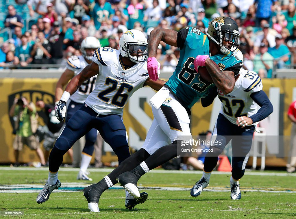 <a gi-track='captionPersonalityLinkClicked' href=/galleries/search?phrase=Marcedes+Lewis&family=editorial&specificpeople=453286 ng-click='$event.stopPropagation()'>Marcedes Lewis</a> #89 of the Jacksonville Jaguars runs for yardage during the game against the San Diego Chargers at EverBank Field on October 20, 2013 in Jacksonville, Florida.