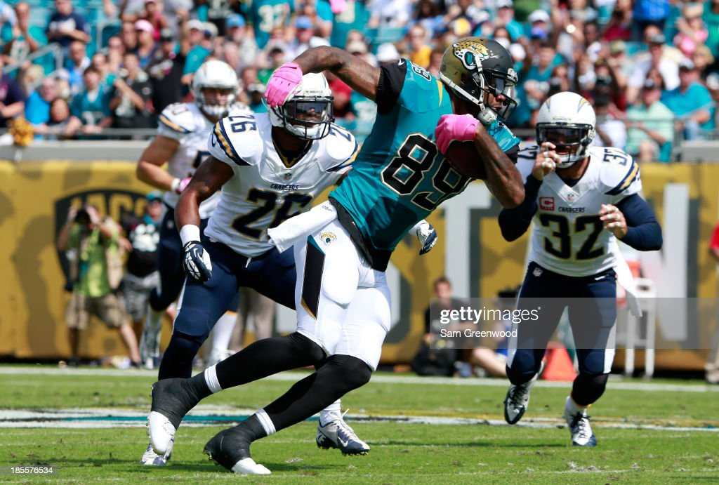 Marcedes Lewis #89 of the Jacksonville Jaguars runs for yardage during the game against the San Diego Chargers at EverBank Field on October 20, 2013 in Jacksonville, Florida.