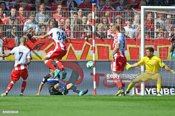 Marcel Hartel of Berlin scores againt Stefan Ortega Moreno of Bielefeld during the Second Bundesliga match between 1 FC Union Berlin and DSC Arminia...