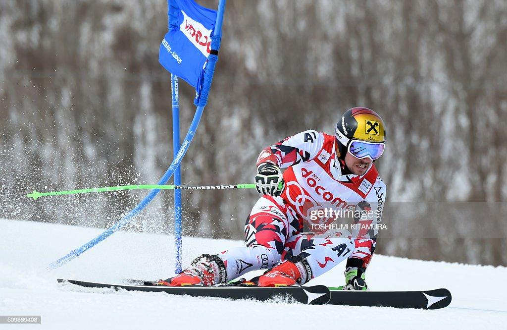 Marcel Hirscher of Austria skies past a flag during the FIS Ski World Cup 2015/2016 men's giant slalom first run in Naeba, Niigata prefecture on February 13, 2016. AFP PHOTO / TOSHIFUMI KITAMURA / AFP / TOSHIFUMI KITAMURA