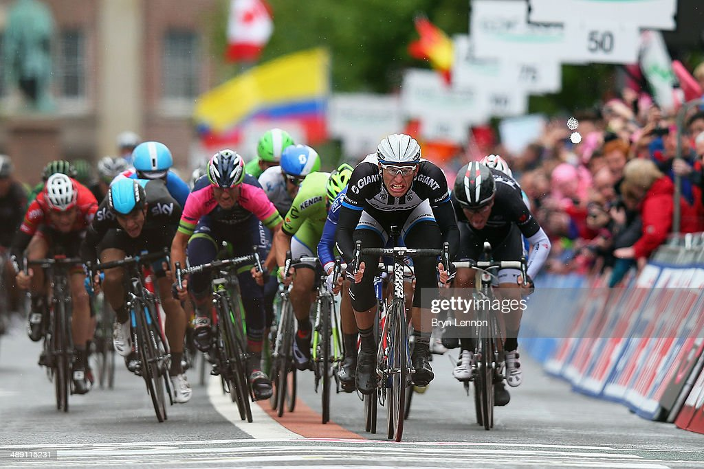 <a gi-track='captionPersonalityLinkClicked' href=/galleries/search?phrase=Marcel+Kittel&family=editorial&specificpeople=4520423 ng-click='$event.stopPropagation()'>Marcel Kittel</a> (2R) of Germany and Giant-Shimano sprints to win the second stage of the 2014 Giro d'Italia, a 219km flat road stage on May 10, 2014 in Belfast, Northern Ireland.
