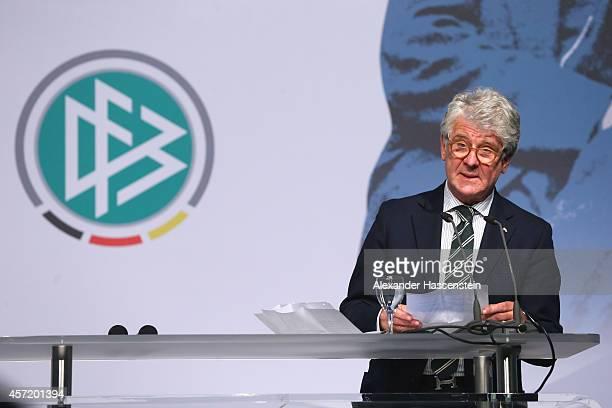 Marcel Reif speaks during the JuliusHirschPreis awarding ceremony at Gelsenkirchen townhall HansSachsHaus on October 14 2014 in Gelsenkirchen Germany