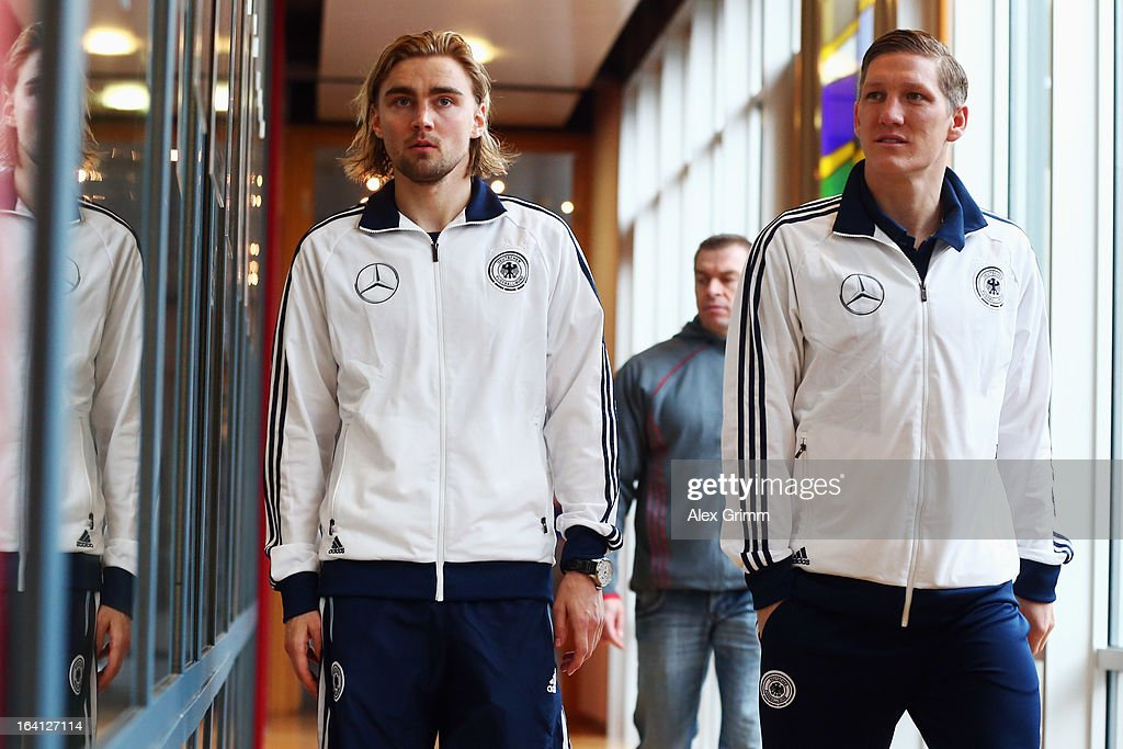 <a gi-track='captionPersonalityLinkClicked' href=/galleries/search?phrase=Marcel+Schmelzer&family=editorial&specificpeople=5443925 ng-click='$event.stopPropagation()'>Marcel Schmelzer</a> (L) and <a gi-track='captionPersonalityLinkClicked' href=/galleries/search?phrase=Bastian+Schweinsteiger&family=editorial&specificpeople=203122 ng-click='$event.stopPropagation()'>Bastian Schweinsteiger</a> arrive for a Germany press conference at the DFB headquarters on March 20, 2013 in Frankfurt am Main, Germany.
