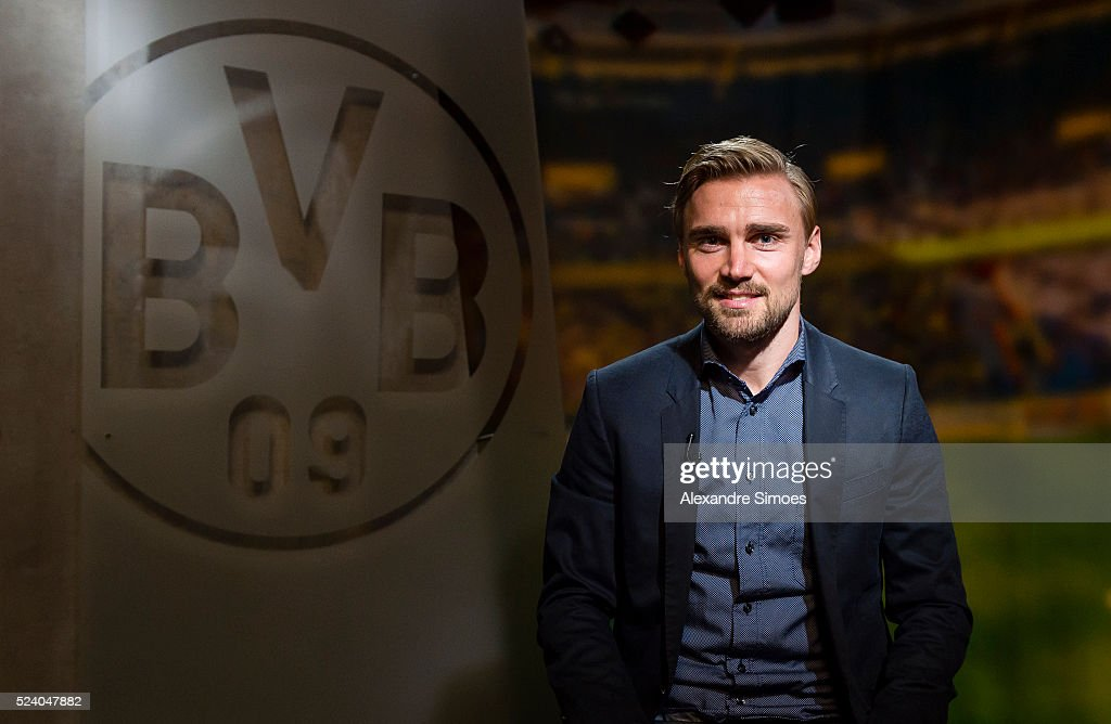 <a gi-track='captionPersonalityLinkClicked' href=/galleries/search?phrase=Marcel+Schmelzer&family=editorial&specificpeople=5443925 ng-click='$event.stopPropagation()'>Marcel Schmelzer</a> of Borussia Dortmund enews contract until 2021 for Borussia Dortmund on April 25, 2016 in Dortmund, Germany.
