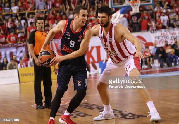 Marcelinho Huertas #9 of Baskonia Vitoria Gasteiz competes with Kostas Papanikolaou #16 of Olympiacos Piraeus during the 2017/2018 Turkish Airlines...