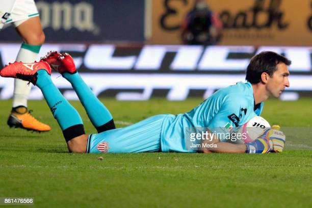 Marcelo Barovero of Necaxa holds the ball during the 13th round match between Necaxa and Pumas UNAM as part of the Torneo Apertura 2017 Liga MX at...