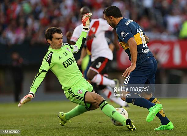 Marcelo Barovero of River Plate and Carlos Tevez of Boca Juniors fight for the ball during a match between River Plate and Boca Juniors as part of...