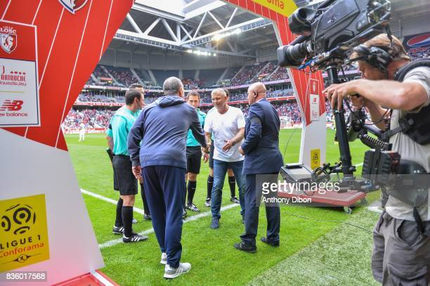 Marcelo Bielsa coach of Lille shakes hands with Patrice Garande coach of Caen during the Ligue 1 match between Lille OSC and SM Caen at Stade Pierre...