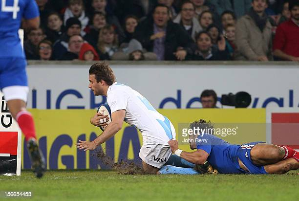Marcelo Bosch of Argentina scores a try despite Maxime Mermoz of France during the rugby autumn international between France and Argentina at the...