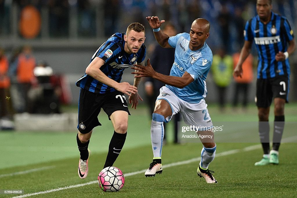 Marcelo Brosovic (L) of FC Internazionale Milano vies with Abdoulay Konko (R) of SS Lazio during the Serie A match between SS Lazio and FC Internazionale Milano at Stadio Olimpico on May 1, 2016 in Rome, Italy.