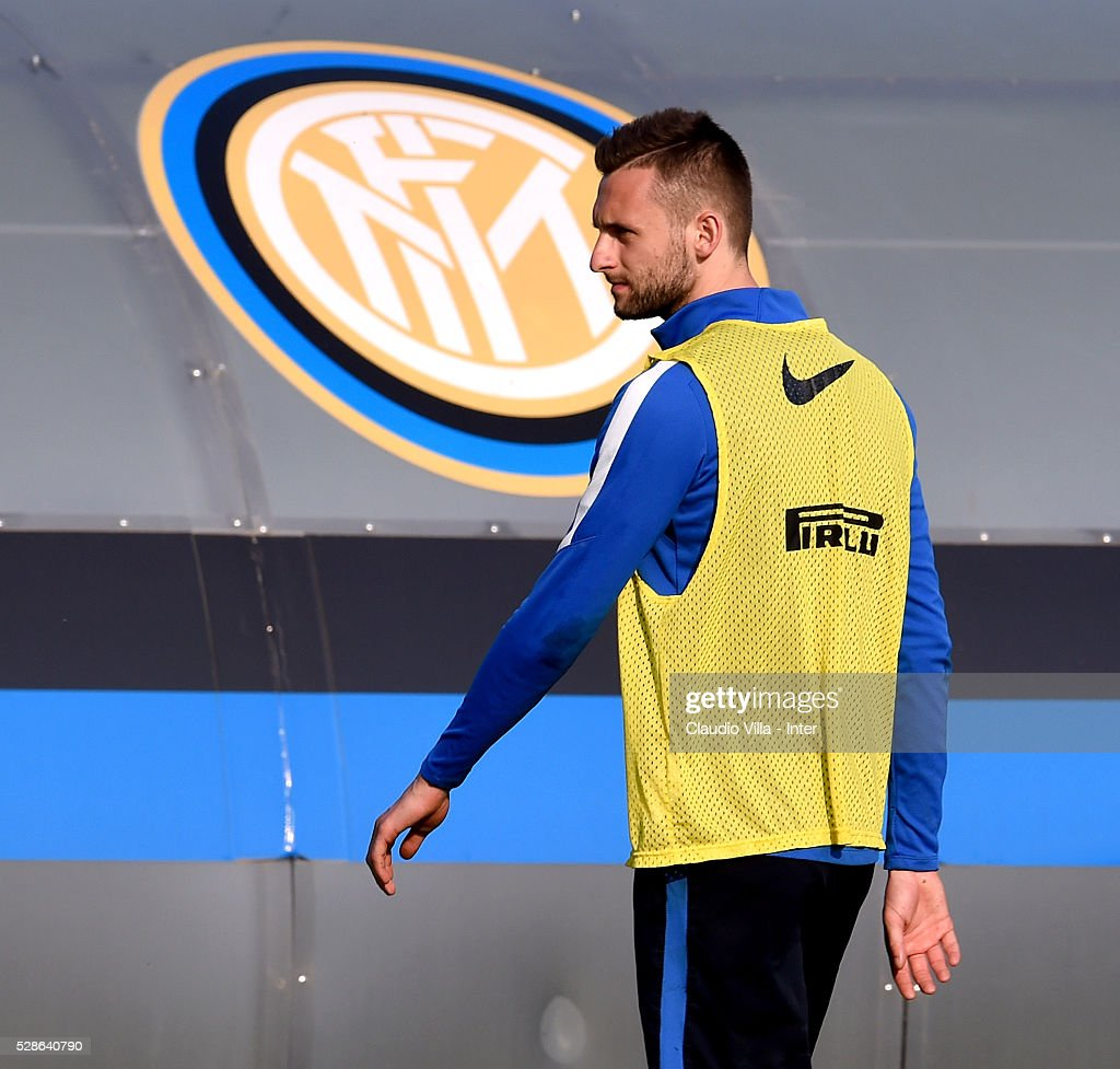 Marcelo Brozovic in action during the FC Internazionale training session at the club's training ground at Appiano Gentile on May 6, 2016 in Como, Italy.