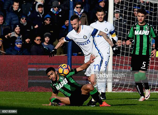 Marcelo Brozovic of FC Internazionale and Gregoire Defrel of US Sassuolo Calcio compete for the ball during the Serie A match between US Sassuolo and...