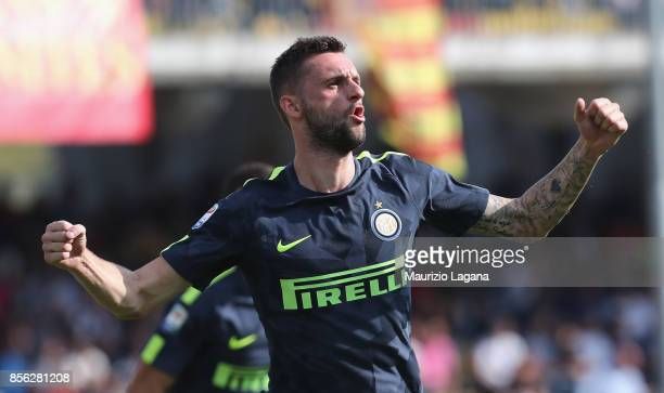 Marcelo Brozovic of Inter celebrates after scoring his team's second goal during the Serie A match between Benevento Calcio and FC Internazionale at...