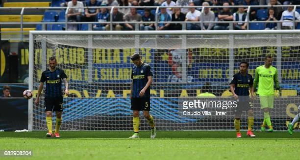 Marcelo Brozovic Roberto Gagliardini and Yuto Nagatomo of FC Internazionale during the Serie A match between FC Internazionale and US Sassuolo at...
