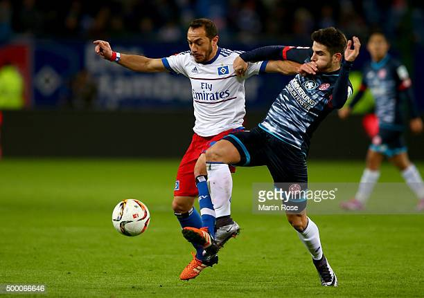 Marcelo Diaz of Hamburg and Juan Samperio of Mainz battle for the ball during the Bundesliga match between Hamburger SV and 1 FSV Mainz 05 at...