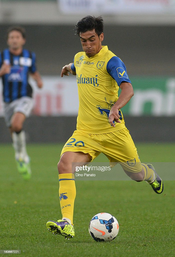<a gi-track='captionPersonalityLinkClicked' href=/galleries/search?phrase=Marcelo+Estigarribia&family=editorial&specificpeople=5356243 ng-click='$event.stopPropagation()'>Marcelo Estigarribia</a> of AC Chievo Verona in action during the Serie A match between AC Chievo Verona and Atalanta BC at Stadio Marc'Antonio Bentegodi on October 5, 2013 in Verona, Italy.