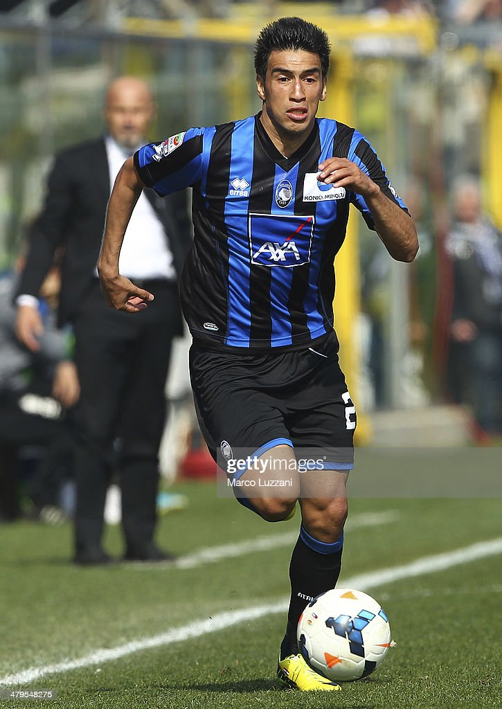 <a gi-track='captionPersonalityLinkClicked' href=/galleries/search?phrase=Marcelo+Estigarribia&family=editorial&specificpeople=5356243 ng-click='$event.stopPropagation()'>Marcelo Estigarribia</a> of Atalanta BC in action during the Serie A match between Atalanta BC and UC Sampdoria at Stadio Atleti Azzurri d'Italia on March 16, 2014 in Bergamo, Italy.