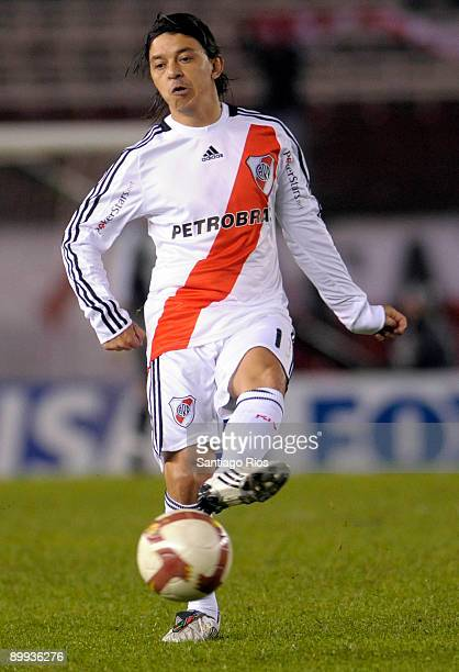 Marcelo Gallardo of River Plate in action during a Copa Nissan Sudamericana 2009 soccer match against Lanus on August 19 2009 in Buenos Aires...