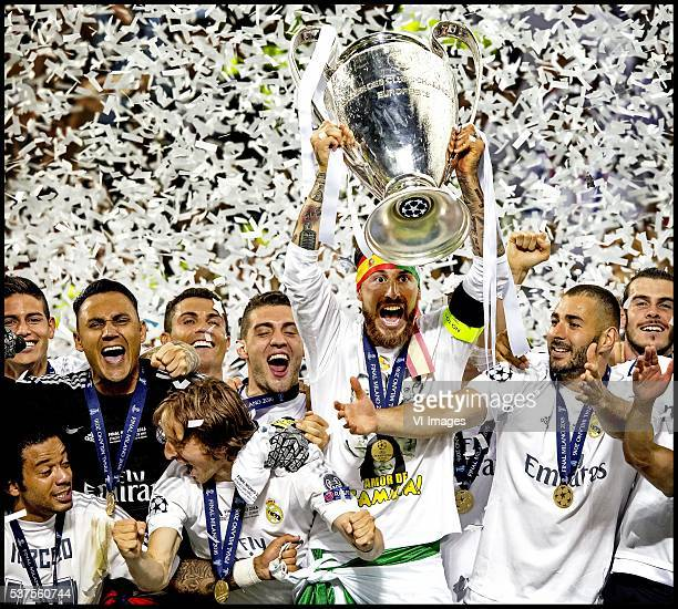 Marcelo Luka Modric Cristiano Ronaldo Sergio Ramos Tony Kroos Karim Benzema Gareth Bale of Real Madrid show the Cup during the UEFA Champions League...