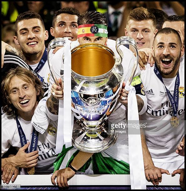Marcelo Luka Modric Cristiano Ronaldo Sergio Ramos Tony Kroos Karim Benzema of Real Madrid show the Cup during the UEFA Champions League final match...