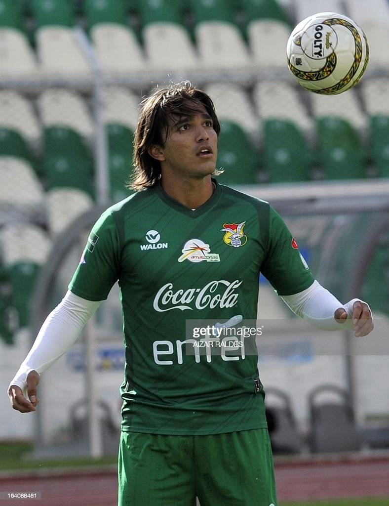 Marcelo Martins, takes part in a training session of the Bolivian national football team in La Paz on March 19, 2013. Bolivia will face Colombia on march 22 and Argentina on march 26 in matches of the Brazil 2014 FIFA World Cup South American qualifier.