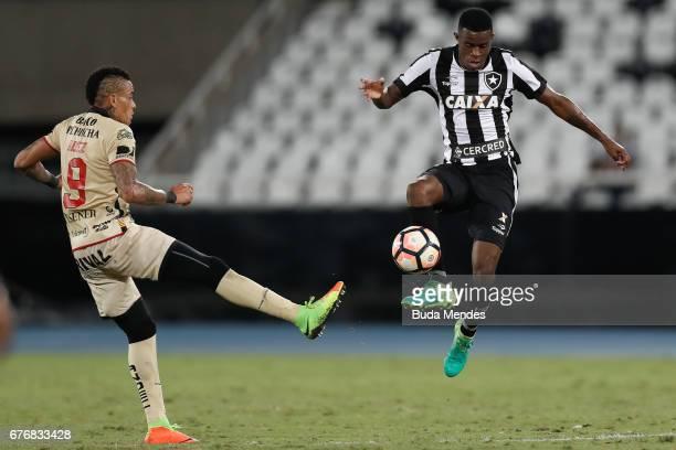 Marcelo of Botafogo struggles for the ball with Jonatan Alvez of Barcelona de Guayaquil during a match between Botafogo and Barcelona de Guayaquil as...