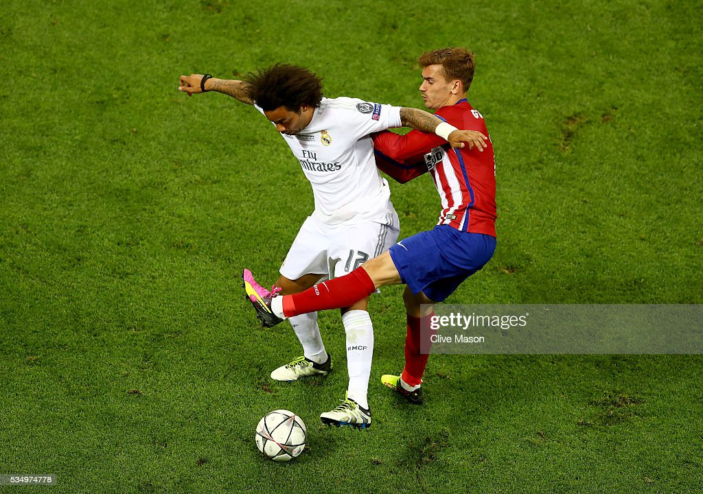 <a gi-track='captionPersonalityLinkClicked' href=/galleries/search?phrase=Marcelo+-+Attacking+Left+Back+-+Born+1988&family=editorial&specificpeople=2136789 ng-click='$event.stopPropagation()'>Marcelo</a> of Real Madrid battles for the ball with <a gi-track='captionPersonalityLinkClicked' href=/galleries/search?phrase=Antoine+Griezmann&family=editorial&specificpeople=7197539 ng-click='$event.stopPropagation()'>Antoine Griezmann</a> of Atletico Madrid during the UEFA Champions League Final match between Real Madrid and Club Atletico de Madrid at Stadio Giuseppe Meazza on May 28, 2016 in Milan, Italy.