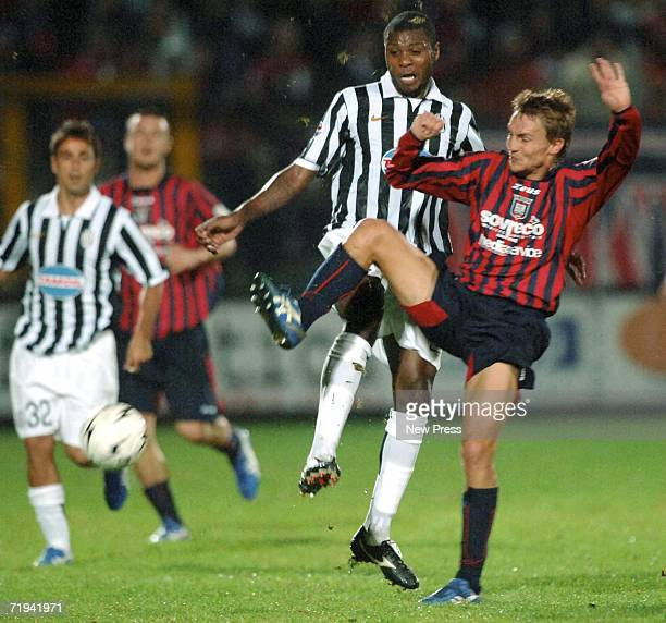 Marcelo Zalayeta of Juventus in action against Crotone during the Serie B match at Ezio Scida stadium September 19 2006 in Crotone Italy
