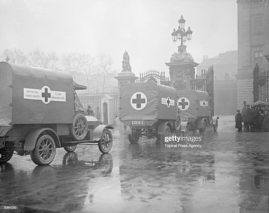 St John's ambulances entering the gates of Buckingham Palace in London during World War I.