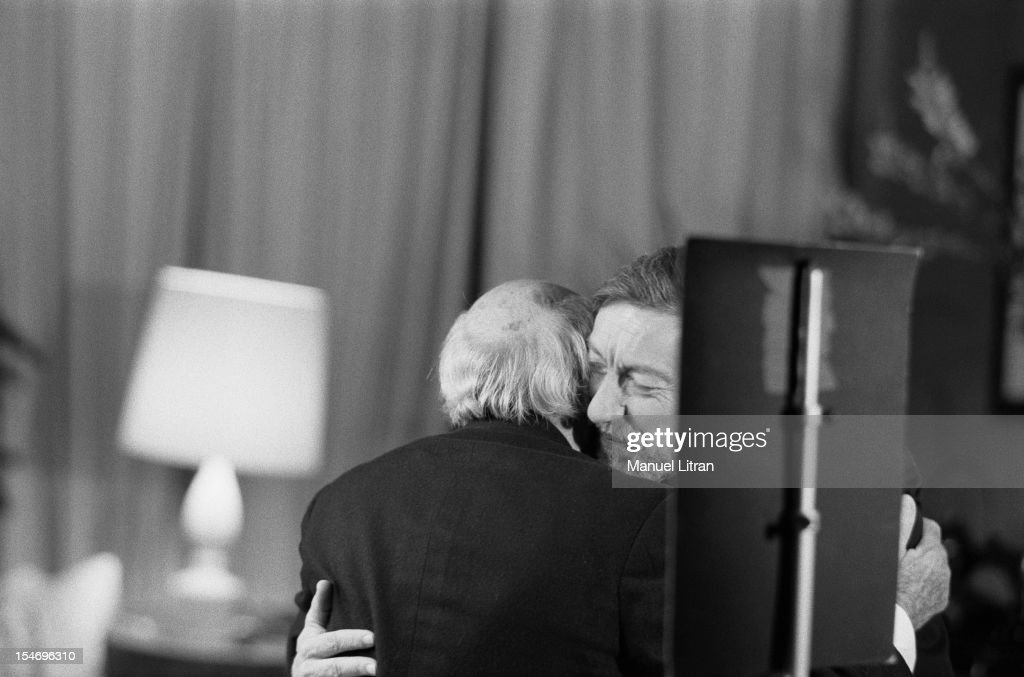 March 1981 - Roger THEROND Seance photo by <a gi-track='captionPersonalityLinkClicked' href=/galleries/search?phrase=Yousuf+Karsh&family=editorial&specificpeople=241481 ng-click='$event.stopPropagation()'>Yousuf Karsh</a> - Accolade THEROND between Roger and the photographer.