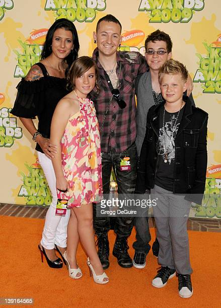 March 28 2009 Westwood Ca Chester Bennington of Linkin Park wife Talinda Bentley and children Nickelodeon's 22nd Annual Kid's Choice Awards Held at...