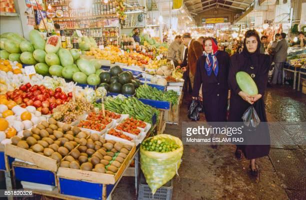 Marché de fruits et légumes en février 1993 à Téhéran Iran
