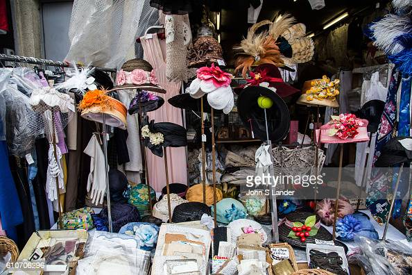 Saint ouen puces stock photos and pictures getty images - Marche au puce paris vetement ...