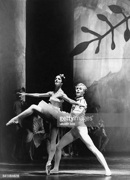 Marcia Haydee*Dancer ballerina choreographer Brazil / Germanywith Egon Madsen in the ballet 'The Nutcracker' in the Württembergisches Staatstheater...