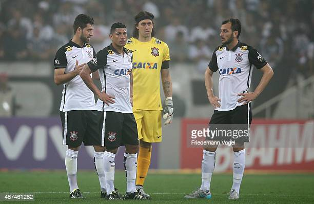 Marciel Ralf Cassio and Edu Dracena of Corinthians looks on during the match between Corinthians and Gremio for the Brazilian Series A 2015 at Arena...