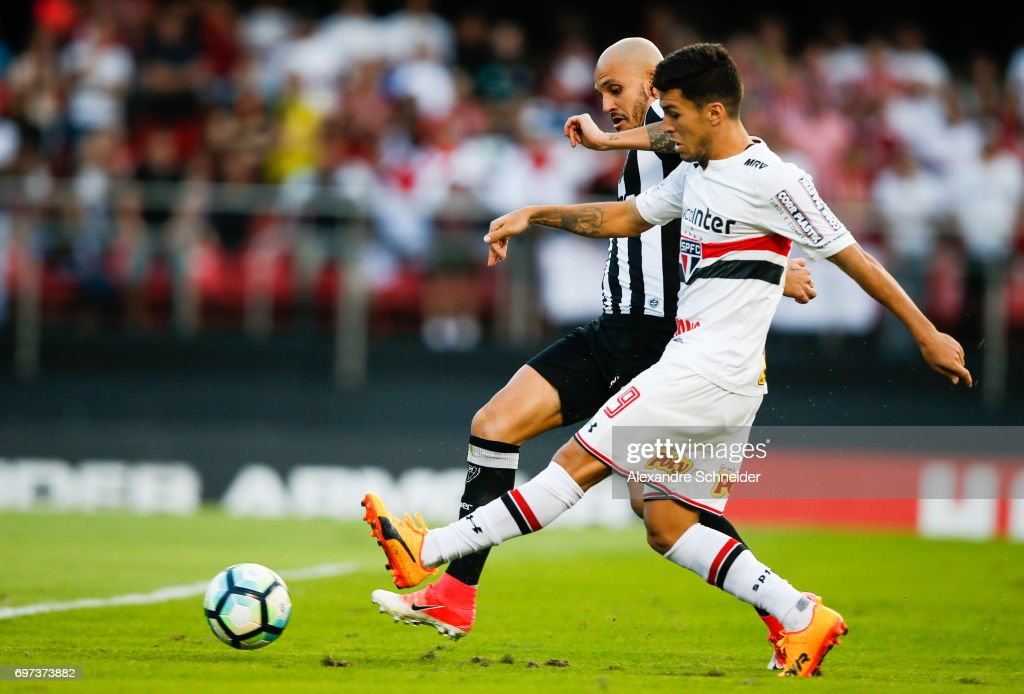 Marcinho of Sao Paulo scores their first goal during the match between Sao Paulo and Atletico MG for the Brasileirao Series A 2017 at Morumbi Stadium on June 18, 2017 in Sao Paulo, Brazil.