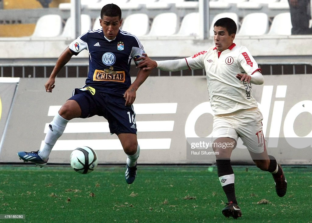 Marcio Valverde (L) of Sporting Cristal fights for the ball with Sebastian Fernandez (R) of Universitario during a match between Sporting Cristal and Universitario as part of the Torneo Descentralizado 2013 at the National Stadium on April 28, 2013 in Lima, Peru