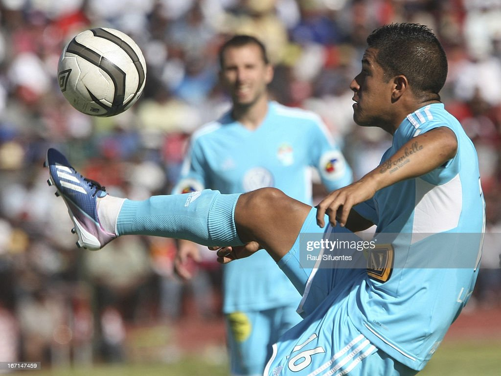 Marcio Valverde of Sporting Cristal in action during a match between Sporting Cristal and Melgar FC as part of the Torneo Descentralizado 2013 at the Mariano Melgar Stadium on April 21, 2013 in Arequipa, Peru.
