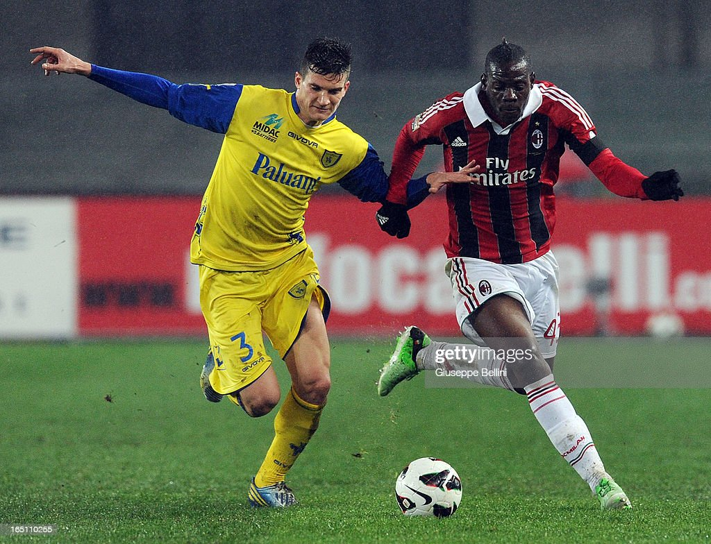 Marco Andreolli of Chievo and Mario Balotelli of Milan in acton during the Serie A match between AC Chievo Verona and AC Milan at Stadio Marc'Antonio Bentegodi on March 30, 2013 in Verona, Italy.