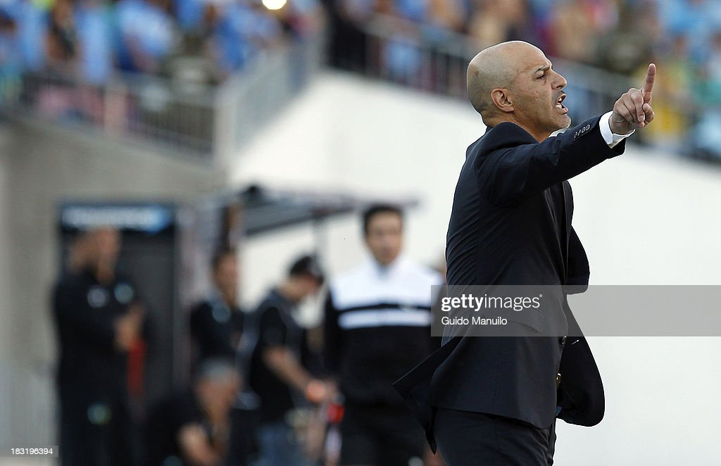 Marco Antonio Figueroa coach of U de Chile gives instructions during a match between O'Higgins and U de Chile as part of the Torneo Apertura at National Stadium, on October 05, 2013 in Santiago, Chile.