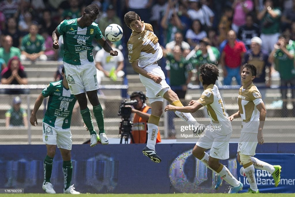 Marco Antonio Palacios of Pumas fights for the ball with Franco Arizala of Leon during a match between Pumas and Leon as part of the Apertura 2013 Liga MX at Olympic stadium, on August 18, 2013 in Mexico City, Mexico.