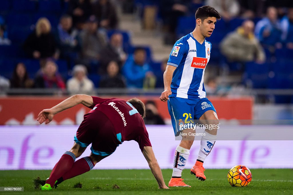<a gi-track='captionPersonalityLinkClicked' href=/galleries/search?phrase=Marco+Asensio&family=editorial&specificpeople=13723927 ng-click='$event.stopPropagation()'>Marco Asensio</a> (R) of RCD Espanyol controls the ball next to <a gi-track='captionPersonalityLinkClicked' href=/galleries/search?phrase=Asier+Illarramendi&family=editorial&specificpeople=9625979 ng-click='$event.stopPropagation()'>Asier Illarramendi</a> of Real Sociedad de Futbol during the La Liga match between RCD Espanyol and Real Sociedad de Futbol at Cornella-El Prat Stadium on February 8, 2016 in Barcelona, Spain.