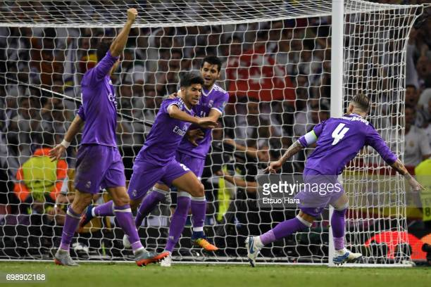 Marco Asensio of Real Madrid celebrates scoring his side's fourth goal with his team mates during the UEFA Champions League final match between...