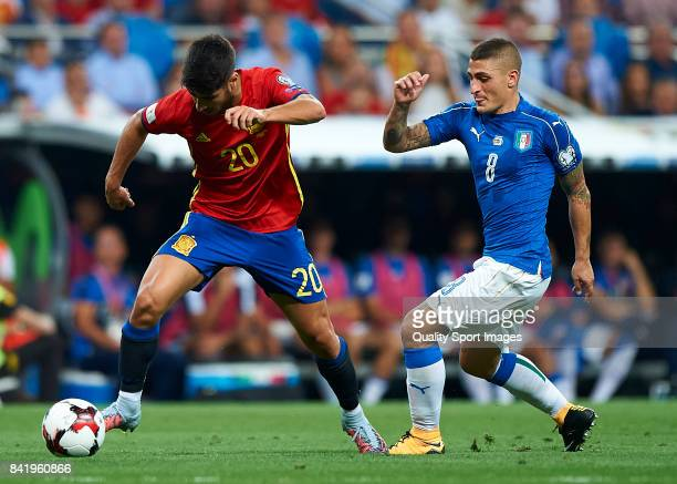 Marco Asensio of Spain competes for the ball with Marco Verratti of Italy during the FIFA 2018 World Cup Qualifier between Spain and Italy at Estadio...
