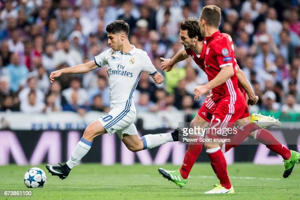Marco Asensio Willemsen of Real Madrid battles for the ball with Mats Hummels and Joshua Kimmich of FC Bayern Munich during their 201617 UEFA...