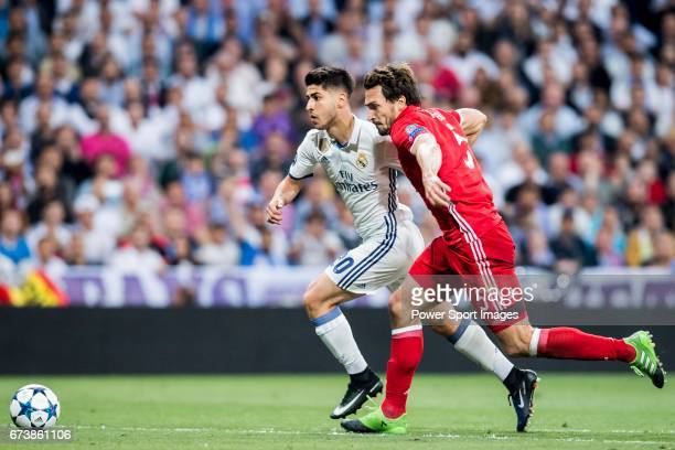 Marco Asensio Willemsen of Real Madrid battles for the ball with Mats Hummels of FC Bayern Munich during their 201617 UEFA Champions League...