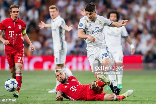 Marco Asensio Willemsen of Real Madrid fights for the ball with Arturo Vidal of FC Bayern Munich during their 201617 UEFA Champions League...