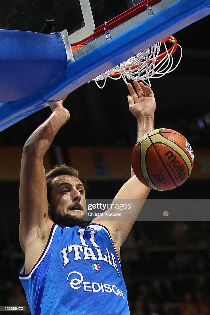 <a gi-track='captionPersonalityLinkClicked' href=/galleries/search?phrase=Marco+Belinelli&family=editorial&specificpeople=847592 ng-click='$event.stopPropagation()'>Marco Belinelli</a> of Italy dunks the ball during the EuroBasket 2011 first round group B match between Latvia and Italy at Siauliai Arena on September 2, 2011 in Siauliai, Lithuania.