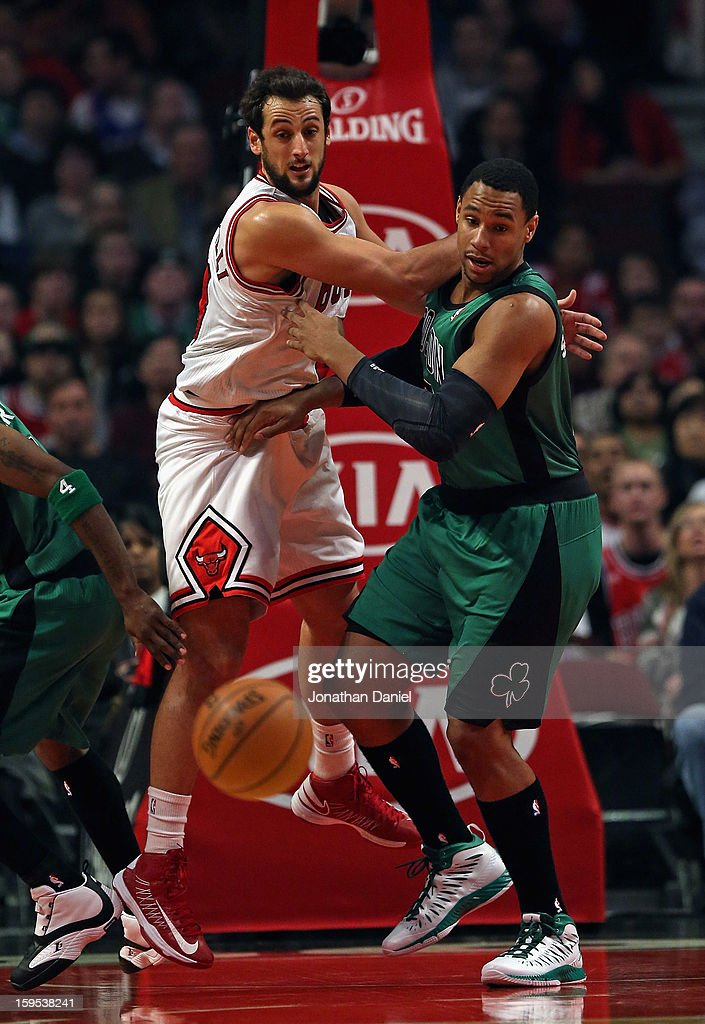 Marco Belinelli #8 of the Chicago Bulls and Jared Sullinger #7 of the Boston Celtics follow a loose ball at the United Center on December 18, 2012 in Chicago, Illinois.